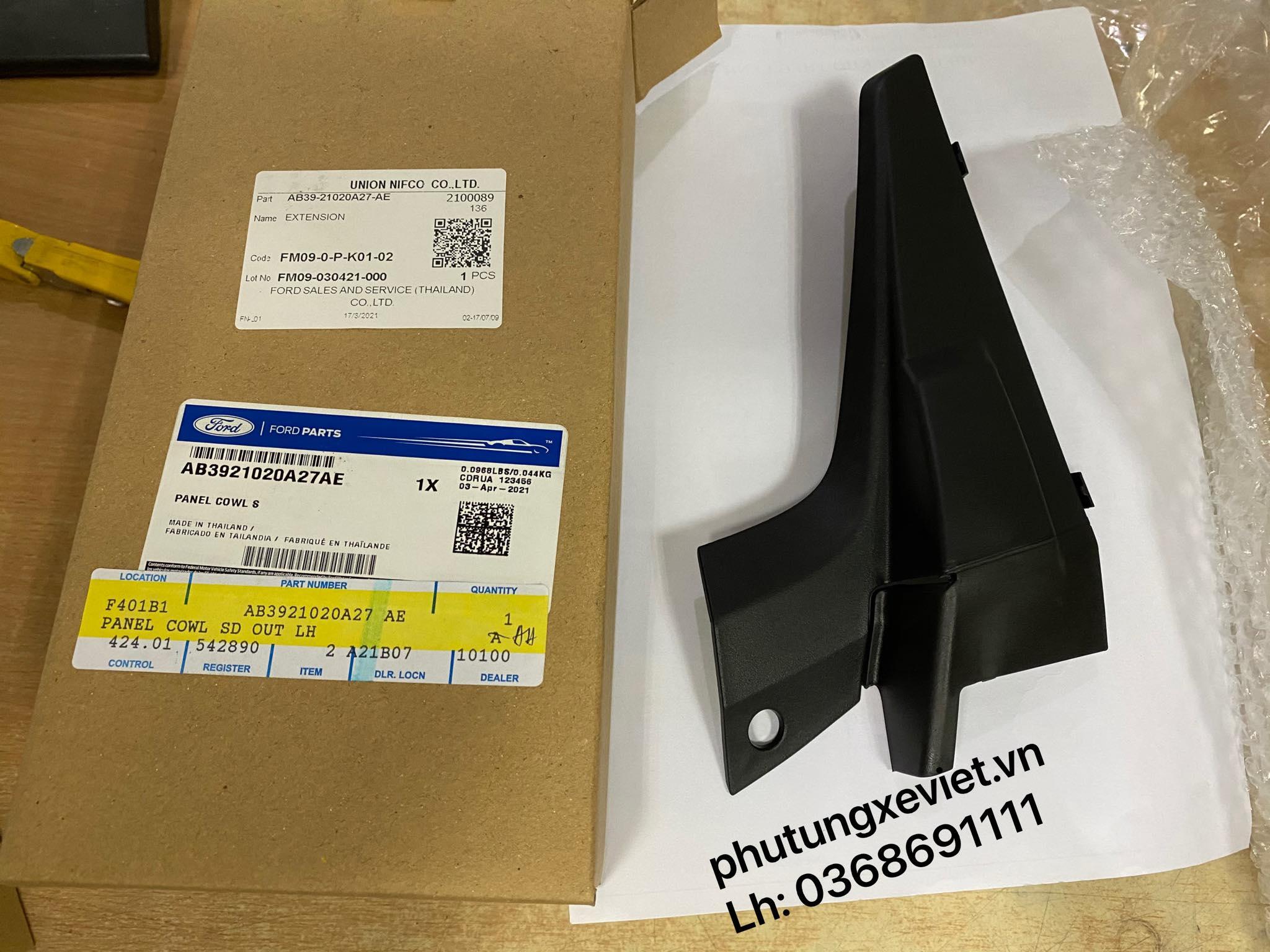 Ốp nhựa góc chân kính chắn gió Ranger bên lái / AB39-21020A27-AE2